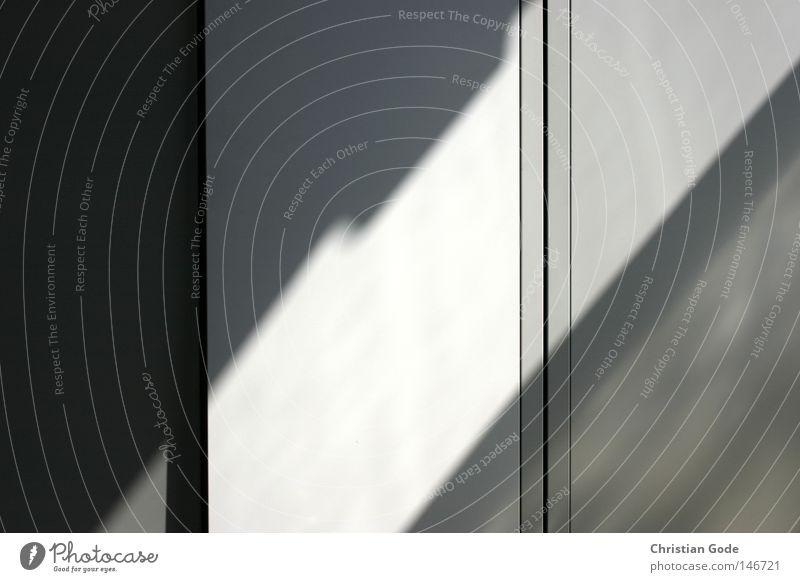 Geometrie des Lichts Schrank Stahl Schatten Licht & Schatten Kunst Sammlung aufbewahren Schließfach vertikal diagonal hell dunkel Sonnenlicht Fenster Mittag