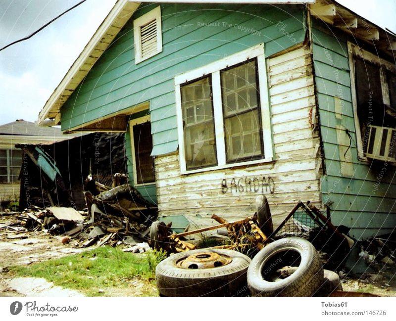 New Orleans Tragedy Haus Ghetto Zerstörung Verzweiflung Trauer Krieg verfallen Lower 9th Hurricane Katrina Broken Home kaputtes Haus