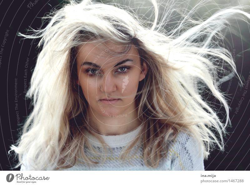 sie sagte nichts... Mensch Jugendliche schön Junge Frau 18-30 Jahre Gesicht Erwachsene Leben feminin Haare & Frisuren träumen Kraft blond Energie einzigartig