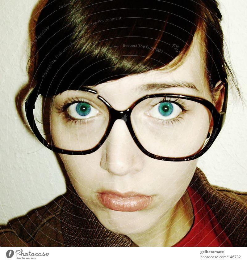 miss blue. Frau Erwachsene Auge Brille Traurigkeit kaputt blau Gefühle Coolness Trauer Blick
