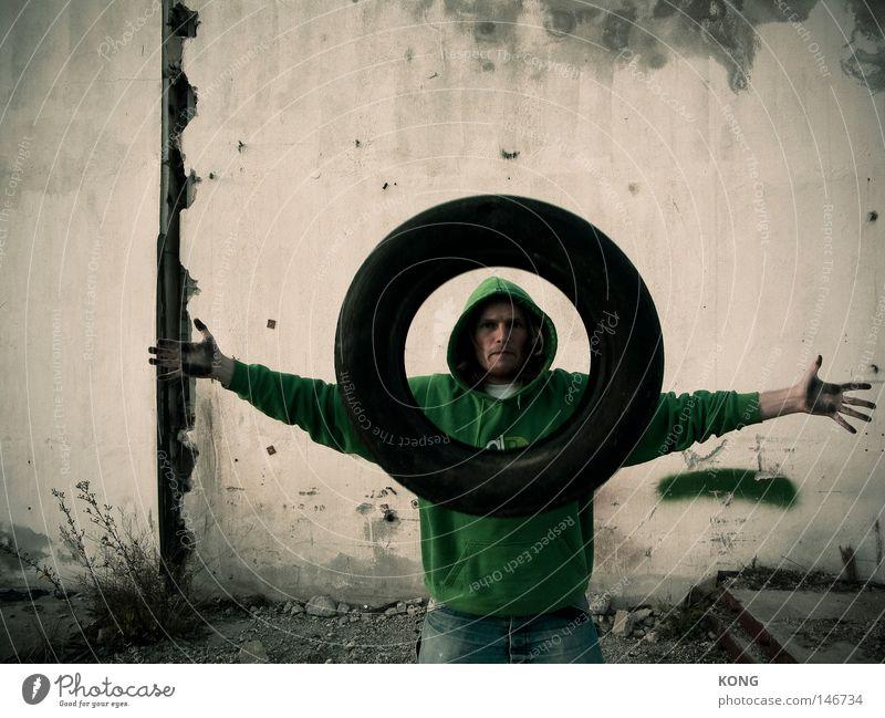 ein moment des totalen duchblicks Mann Gesicht Fenster dreckig fliegen Kreis Konzentration gefroren entdecken Rad Schweben Reifen Zauberei u. Magie Kapuze