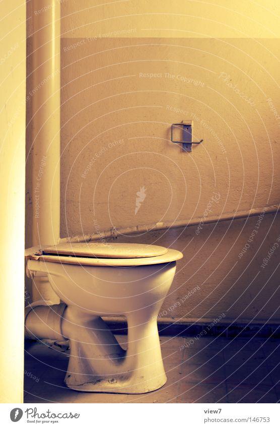 Toilettte Bad Toilette Sauberkeit Körperpflegeutensilien alt schließen Zeit vergessen Einsamkeit Fußgängerübergang Geschirr Stuhlgang Cross Processing Farbfoto