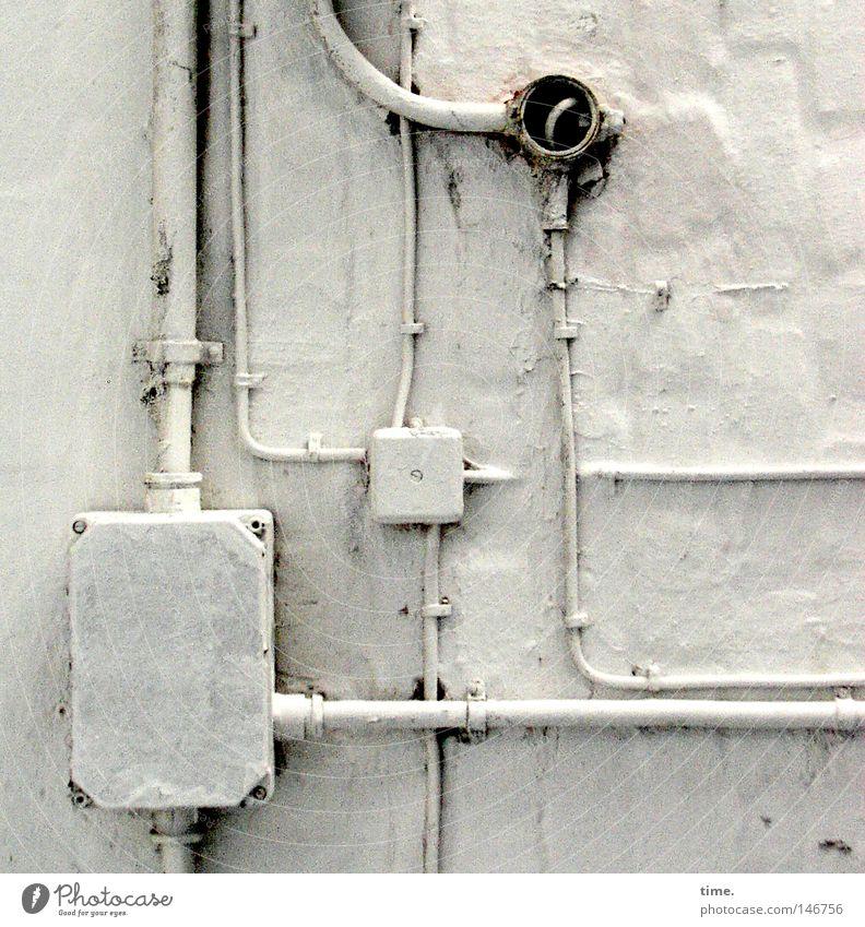 HH08.3 - Parallelwelten Farbe Wand Stein Elektrizität Technik & Technologie Kommunizieren Kabel Netz Dienstleistungsgewerbe Putz Steuerelemente Schalter Saft Hochspannungsleitung Befestigung Zusteller