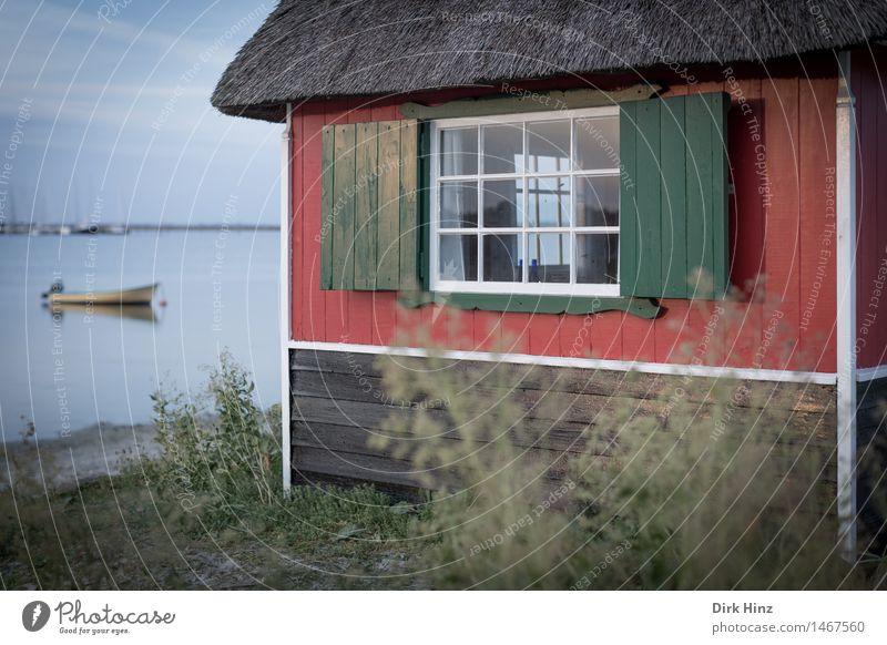 Strandhaus bei Marstrand Natur Ferien & Urlaub & Reisen blau Sommer Sonne Meer rot Landschaft Haus Ferne Umwelt natürlich Küste Freiheit Wasserfahrzeug