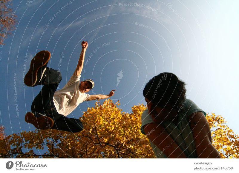 PURE LEBENSFREUDE Mensch Frau Himmel Mann Baum Sonne Sommer Freude Blatt ruhig gelb feminin Herbst Spielen springen hell