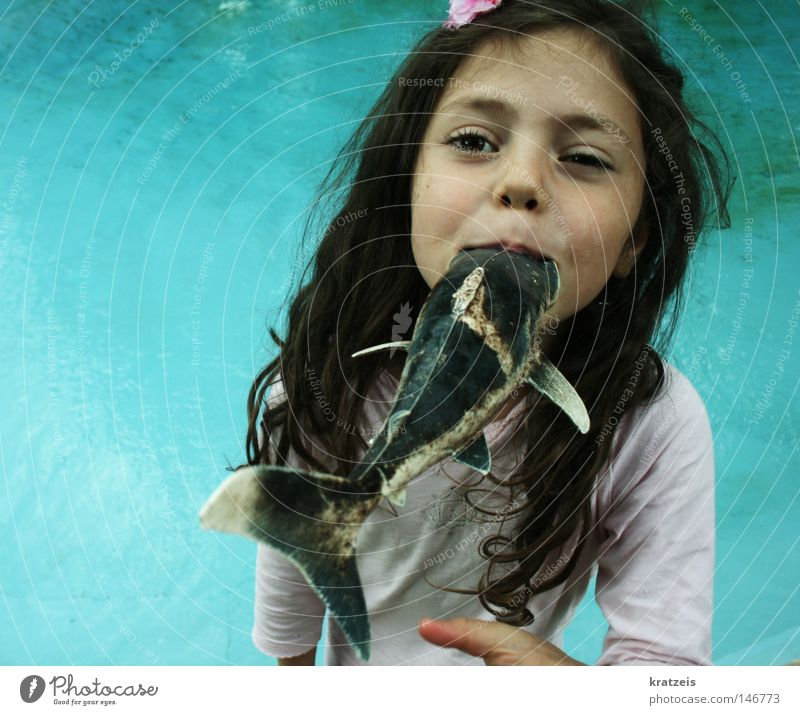 chrrrrrp. Wasser Mädchen Sommer Kind Mund Fisch Schwimmbad Pirat Gesicht Sinti
