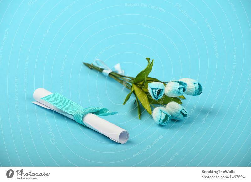 Papierrolle und Tulpe blüht auf blauem Hintergrund weiß Blume Liebe Gefühle Stil klein Feste & Feiern Design Freizeit & Hobby elegant Geburtstag Romantik weich