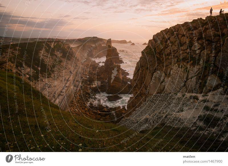 climber and two photographers Mensch Himmel Natur blau Meer rot Landschaft Wolken Strand Gras Küste grau braun Felsen rosa Horizont