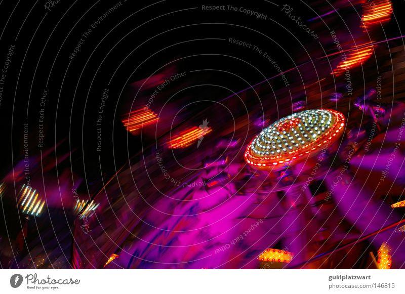 shakin' through the night Jahrmarkt Karussell Fahrgeschäfte Schausteller Geschwindigkeit Licht schwarz Metall Bewegung Nacht Glühbirne Farbe