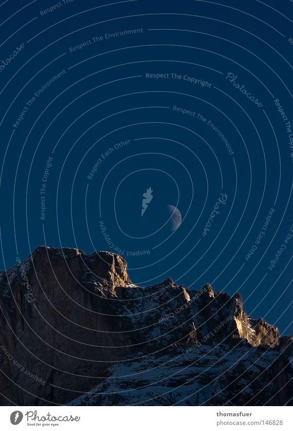 Blue Moon Mond Schönes Wetter Blauer Himmel letzte Sonne Gipfel Beleuchtung Schnee ruhig Ferne majestätisch Abend Kontinuität Bundesland Tirol Dolomiten