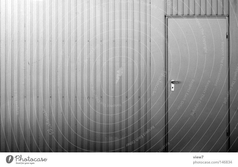 Container. grau Metall hell Tür geschlossen Verkehr Sicherheit Industrie Baustelle Industriefotografie Dinge fest Tor Stahl silber