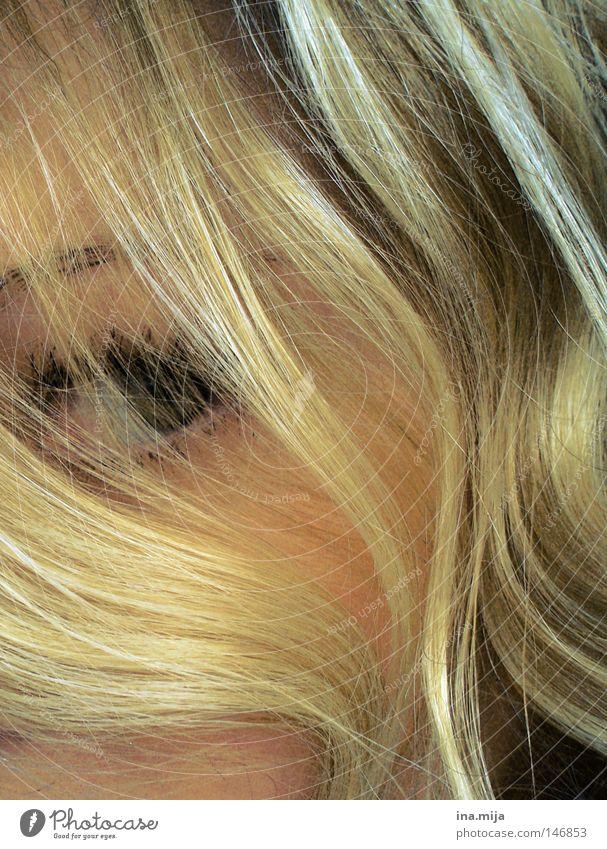keine Angst, Püppchen! Frau Jugendliche blau grün schön ruhig Gesicht Erwachsene Auge Haare & Frisuren Denken hell braun blond Frieden lang