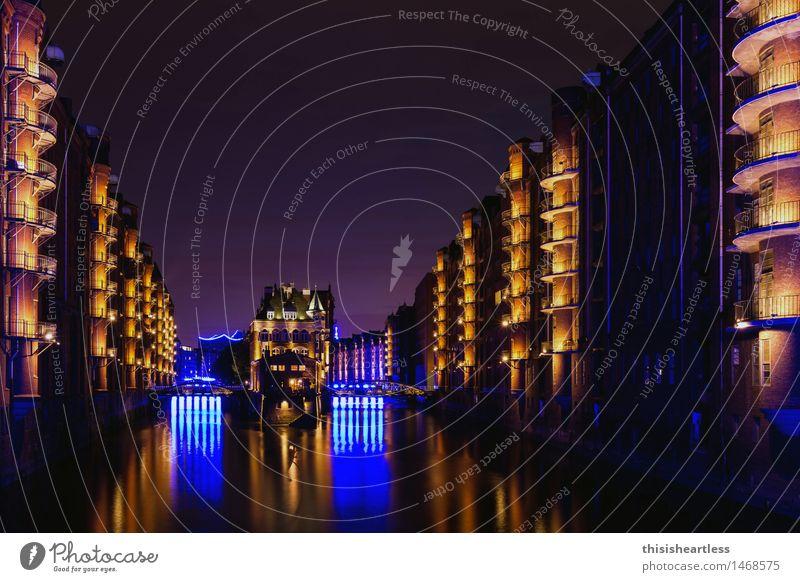 Speicherstadt trägt blau Ferien & Urlaub & Reisen Stadt Haus Architektur Beleuchtung Tourismus Kraft Brücke Hoffnung Sehenswürdigkeit Bauwerk Skyline