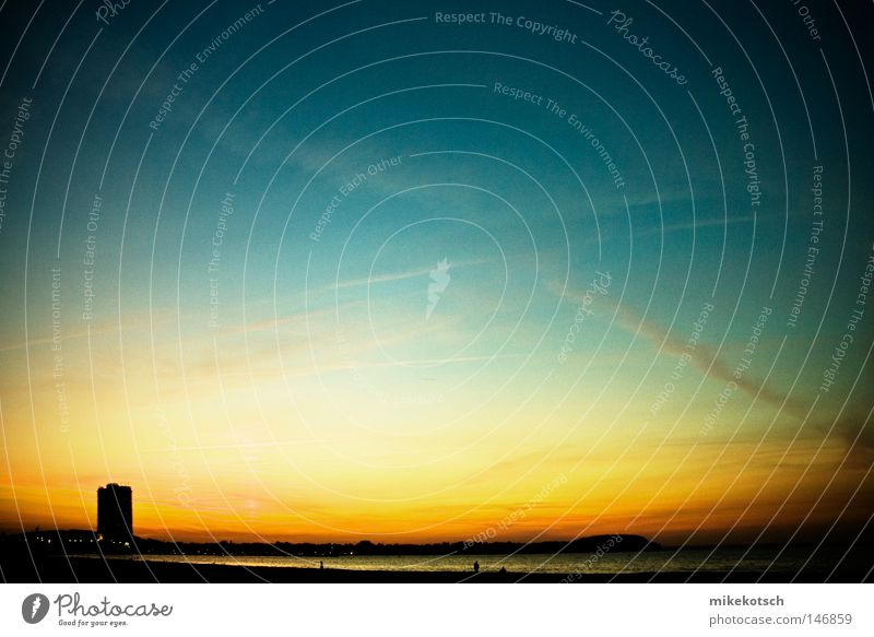 sonnen.untergang Wasser Sonne Meer blau Sommer Strand Ferien & Urlaub & Reisen Haus Wolken gelb See Luft orange Küste Hochhaus Streifen
