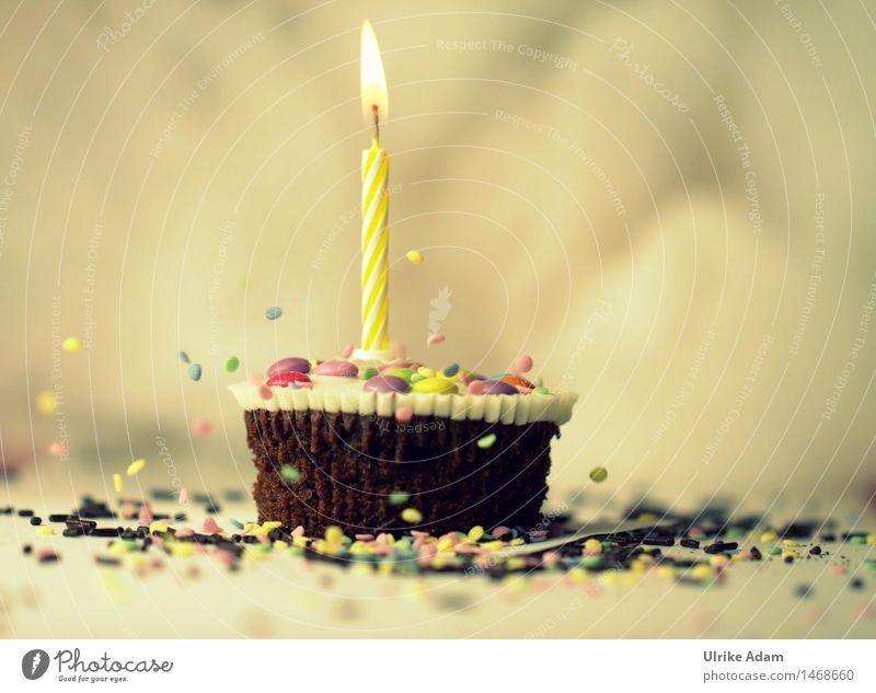 Muffin mit Kerze Freude gelb Glück außergewöhnlich Feste & Feiern Lebensmittel braun Dekoration & Verzierung Geburtstag Kreativität süß Coolness Kitsch