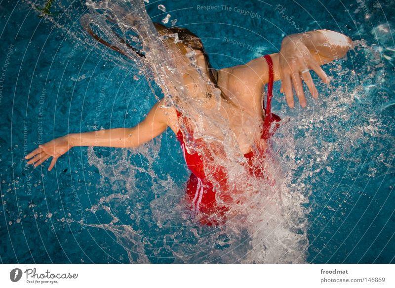 \ Frau blau Wasser schön rot Sommer Freude Wolken Sport Haare & Frisuren Stil Linie Schwimmen & Baden Wind nass Geschwindigkeit