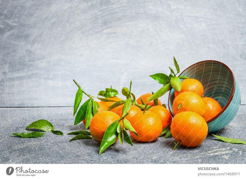 Mandarinen mit Blättern und Schüssel Lebensmittel Frucht Orange Dessert Ernährung Bioprodukte Saft Schalen & Schüsseln Gesunde Ernährung Tisch Natur gelb Design