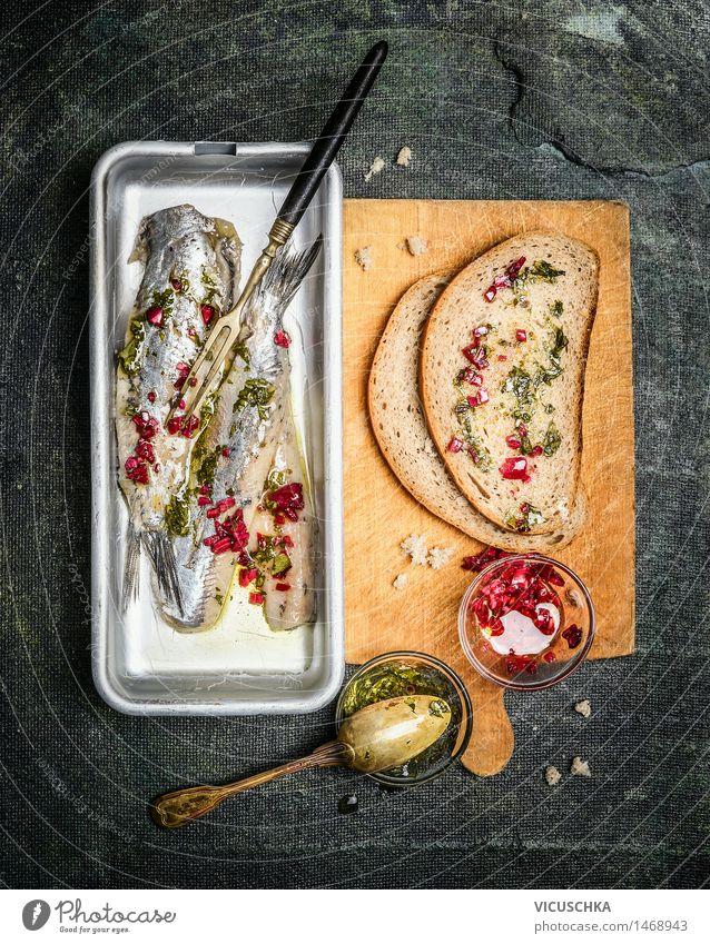 Zutaten für Sandwiches mit Hering Fisch Lebensmittel Brot Kräuter & Gewürze Ernährung Mittagessen Gabel Löffel Stil Design Tisch Küche Feinschmecker Portion
