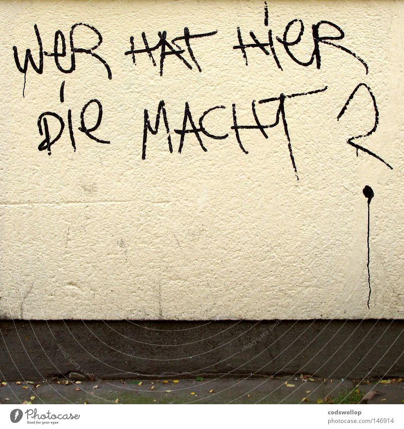 eine frage... Straße Wand Graffiti Mauer Kraft Fassade Schriftzeichen Macht Buchstaben Putz Meinung Fragen Politik & Staat Text Handschrift Straßenkunst