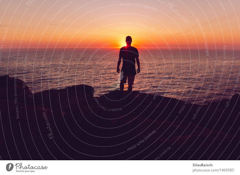Silhouette im Licht Mensch Natur Ferien & Urlaub & Reisen Jugendliche Sommer Meer Junger Mann Erholung Landschaft Ferne Strand Gefühle Lifestyle Freiheit