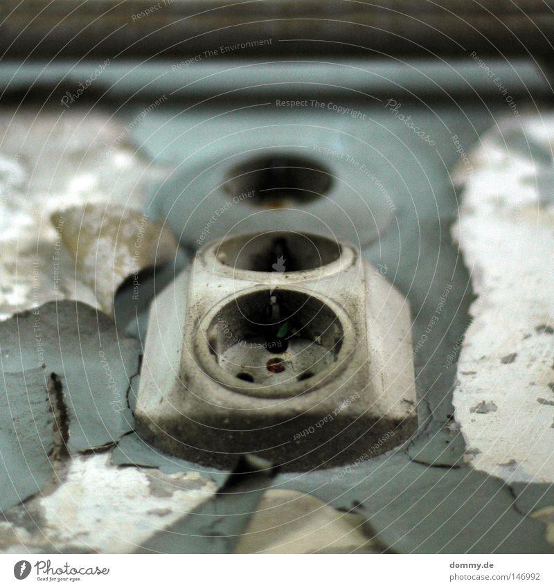 power on Kraft Elektrizität Physik rund Dose kaputt abblättern schäbig 3 tanken Unschärfe verfallen powerplant Energiewirtschaft Wärme schokustecker alt Farbe