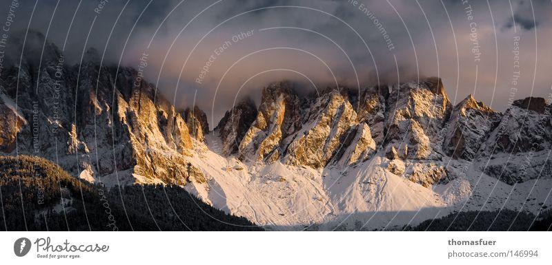 schön unwirtlich - oder umgekehrt Berge u. Gebirge Dolomiten Wolken Schnee Abend Sonnenuntergang Beleuchtung Schönes Wetter Blauer Himmel letzte Gipfel ruhig