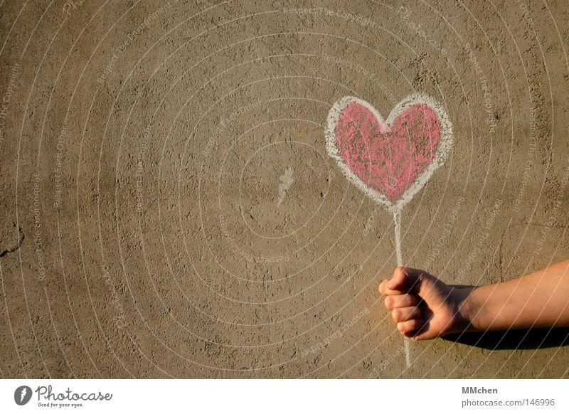 Zeig´ Dein Herz weiß Hand rot Liebe Glück Schilder & Markierungen Beton Hinweisschild zeigen Verliebtheit gemalt Tafel Kreide Valentinstag Glückwünsche