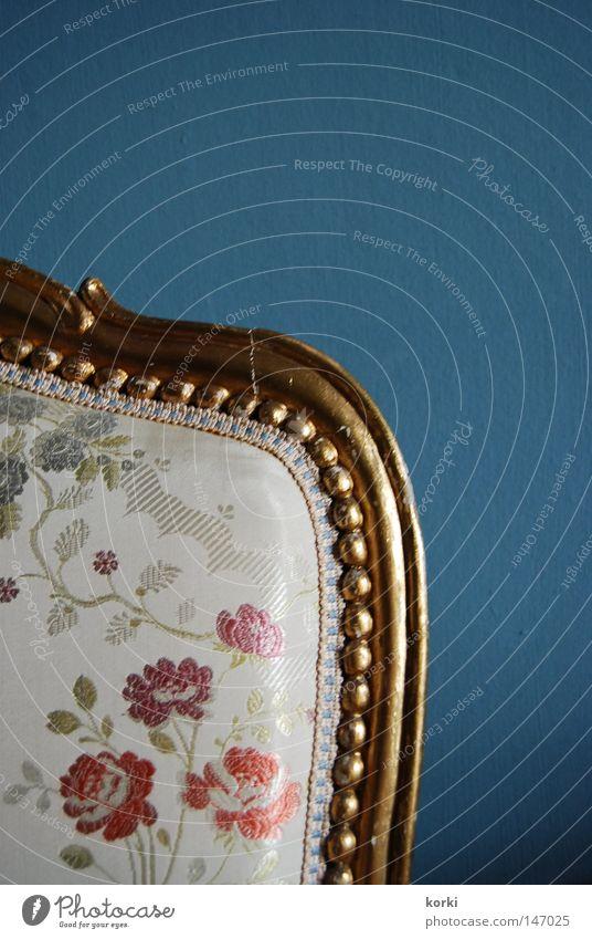 antik Kostbarkeit Ornament Stoff Möbel Innenaufnahme Stuhl gold Stuhllehne Detailaufnahme Museum alt Burg oder Schloss einfarbiger Hintergrund