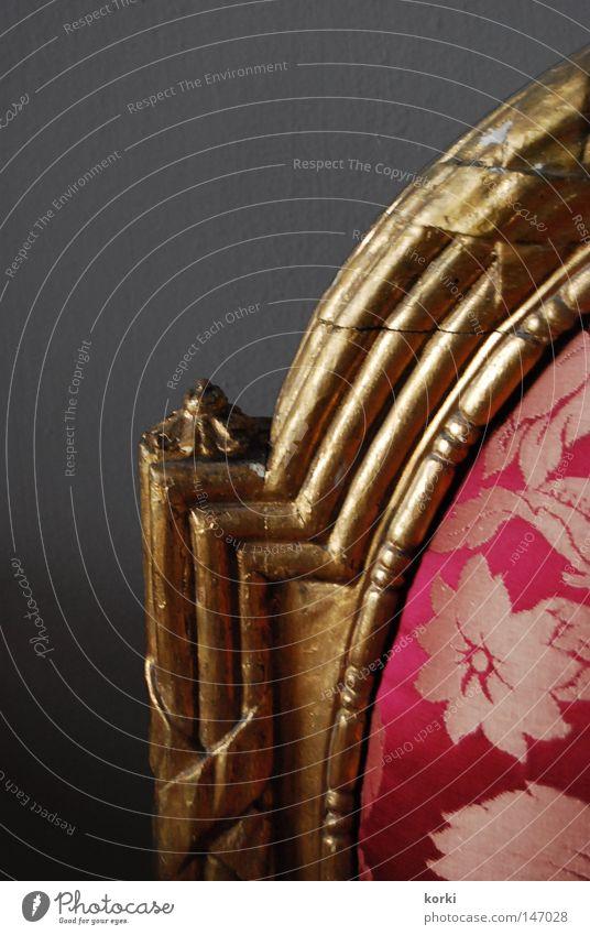 Lehne Kostbarkeit Ornament Stoff Schnörkel antik Möbel Innenaufnahme Stuhl gold Stuhllehne Detailaufnahme Museum alt Burg oder Schloss einfarbiger Hintergrund