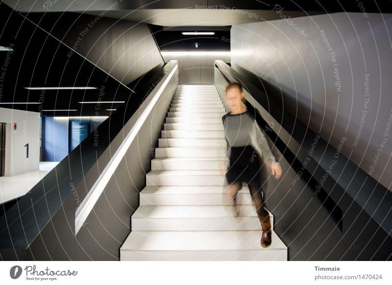 move on Junge Frau Jugendliche 1 Mensch 18-30 Jahre Erwachsene Kunst Architektur Gebäude Treppe Gefühle Freude Glück Fröhlichkeit Zufriedenheit Lebensfreude