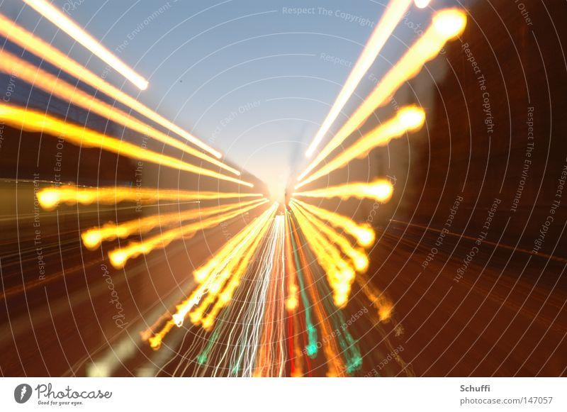 Focus the angel Straße hell Flügel München Tragfläche Verkehrswege Belichtung Bayern Brennpunkt Zoomeffekt fokussieren Flugzeug Friedensengel
