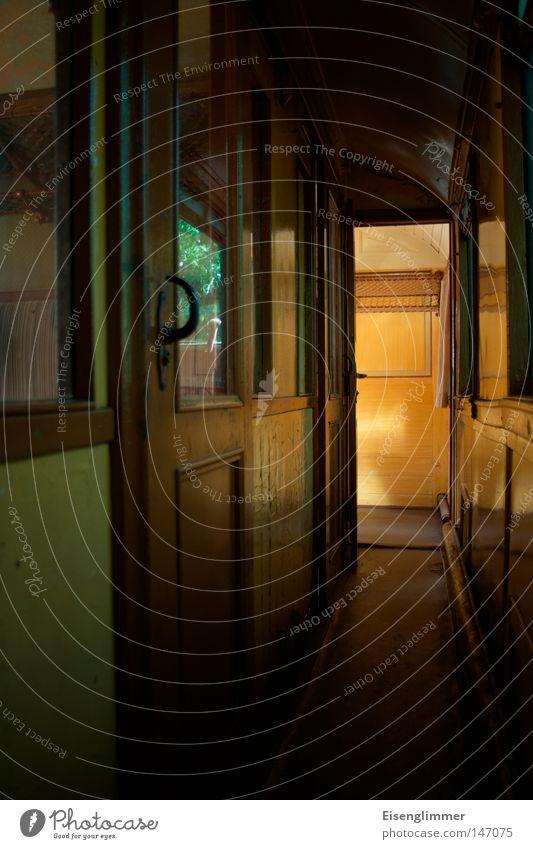 Abteil II Sommer dunkel Holz Tür Eisenbahn bedrohlich verfallen entdecken historisch Nostalgie Glasscheibe Lichteinfall Zugabteil Holztür Schiebetür