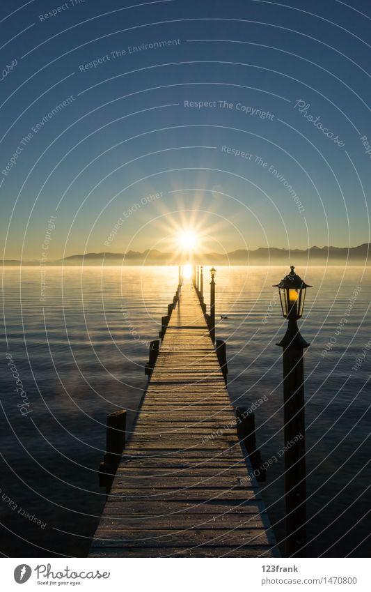 Sonnenaufgang am langen Steg Erholung ruhig wandern Landschaft Wasser Wolkenloser Himmel Sonnenuntergang Sonnenlicht Herbst Schönes Wetter Nebel Alpen