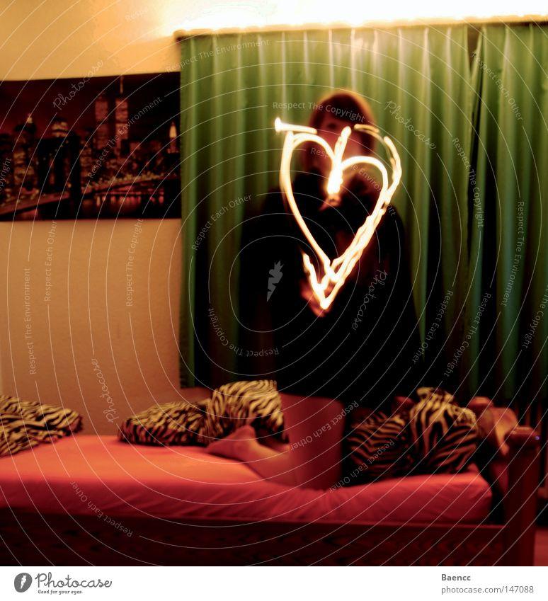 Love's in the air Mensch Jugendliche Liebe feminin Gefühle Wärme Stimmung Herz glänzend Brand Bett Romantik Physik Liebeskummer Zebra Junge Frau