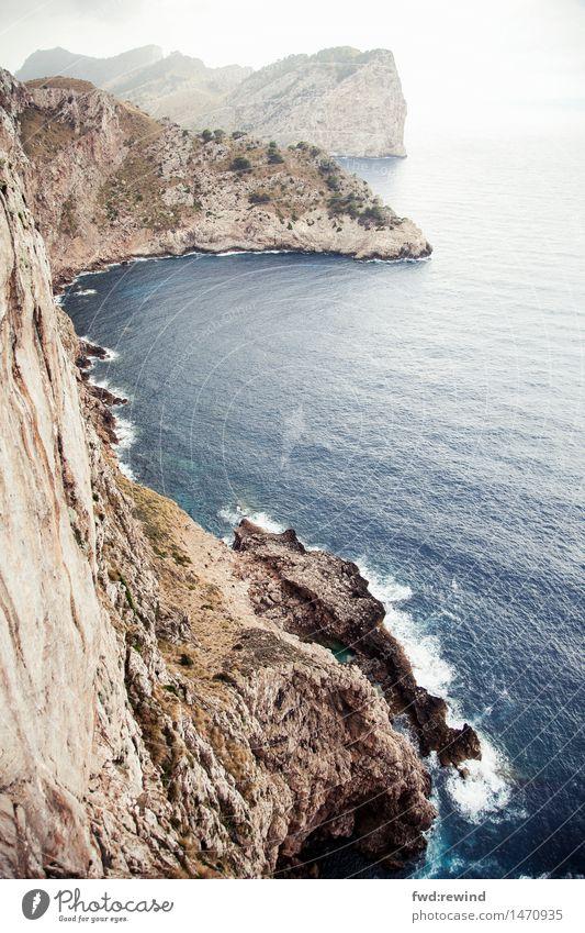Küste I Ferien & Urlaub & Reisen Wasser Meer Erholung Landschaft Ferne natürlich Felsen Zufriedenheit Tourismus frisch Erde Kraft Wellen wandern