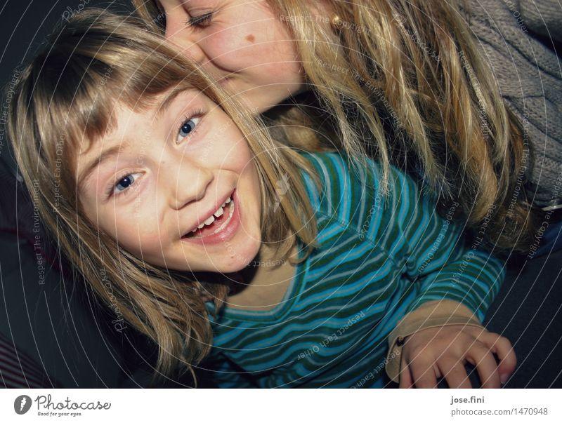 Lauschangriff Kind Ferien & Urlaub & Reisen Freude Mädchen Liebe lustig feminin Spielen lachen Glück Familie & Verwandtschaft Lifestyle Schule Freundschaft wild