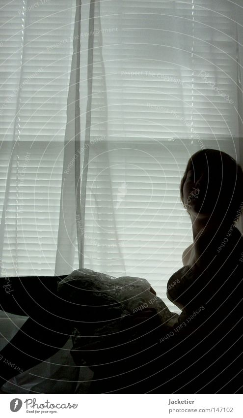 Begierde. Frau Jugendliche weiß Herbst dunkel Fenster Gefühle Kopf Haare & Frisuren Beine Kleid Sehnsucht Brust Vorhang Schulter Lust