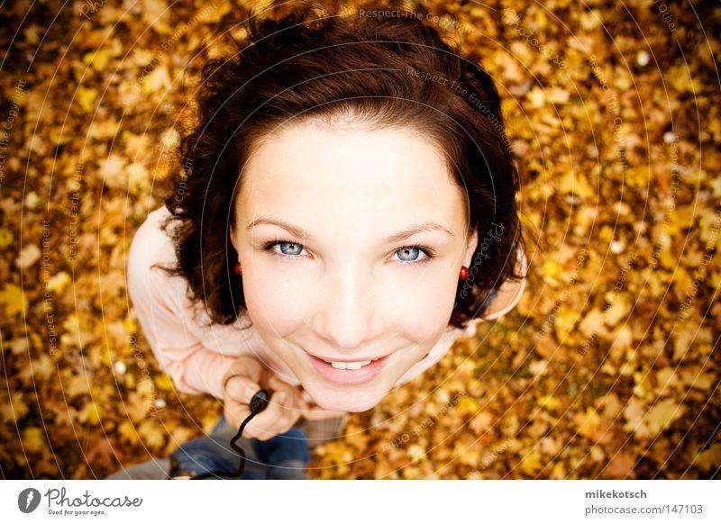 susanne Freude Gesicht Blatt Auge gelb Herbst Haare & Frisuren Mund hell braun Nase Lippen bleich Auslöser herbstlich Ocker