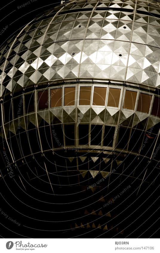 berlin's first discohead dunkel Berlin Gebäude Deutschland Europa Baustelle bedrohlich Fernsehen Hauptstadt Berliner Fernsehturm