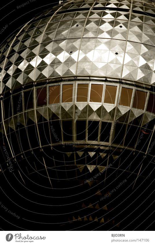 berlin's first discohead Europa Fernsehen Nahaufnahme dunkel bedrohlich Detailaufnahme Gebäude Baustelle Berlin Deutschland Berliner Fernsehturm Radio tower