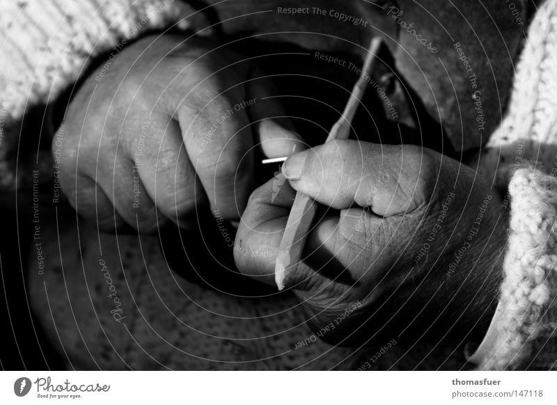Arbeitshände Mann Hand schön alt Freude Senior Erholung Arbeit & Erwerbstätigkeit Holz Kraft Kunst Freizeit & Hobby Landwirt Handwerk hart