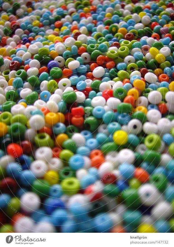 Mein Dasein hatte früher mal eine Ordnung weiß grün blau rot gelb orange mehrere rund Dekoration & Verzierung obskur Handwerk Loch Perle viele mehrfarbig Haufen