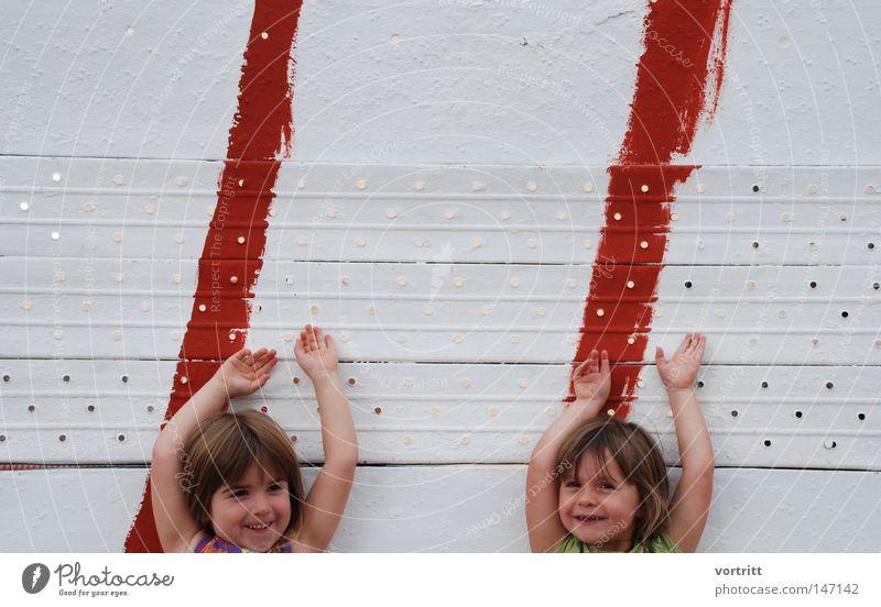 die grossen dieser ERDE Mensch Kind Hand Mädchen weiß rot Freude Gesicht Wand Spielen lachen Haare & Frisuren Kopf Freundschaft Linie Schilder & Markierungen