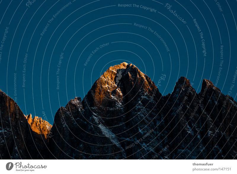 Goldenes Horn Berge u. Gebirge Dolomiten Wolken Schnee Abend Sonnenuntergang Lampe Schönes Wetter Blauer Himmel letzte Gipfel ruhig Ferne majestätisch