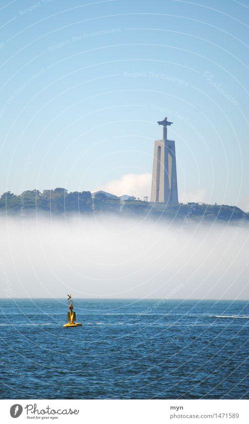 Cristo Rei Himmel Ferien & Urlaub & Reisen Sommer Wasser Meer Ferne Küste Religion & Glaube Tod Tourismus Nebel Kirche Beton Zeichen Abenteuer Hoffnung