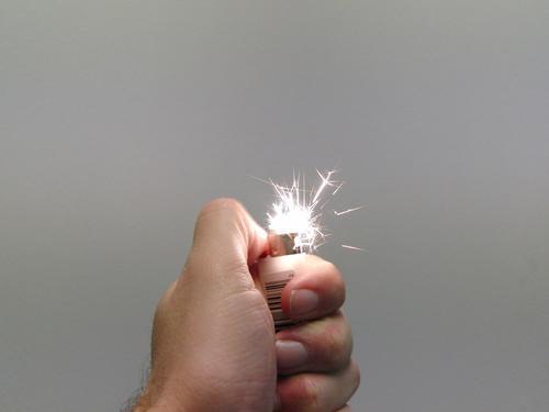 Firestarter !! Feuerzeug Brand Funken Benzin Flamme Explosion obskur Stichflamme Lighter
