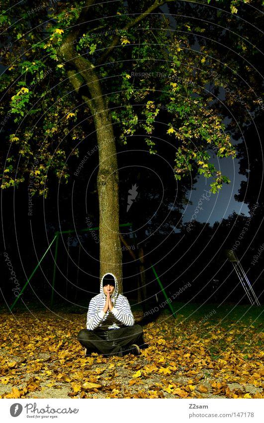 meditation Mensch Mann Baum grün ruhig Blatt dunkel Herbst Wiese Denken Religion & Glaube maskulin sitzen leer Kultur Konzentration