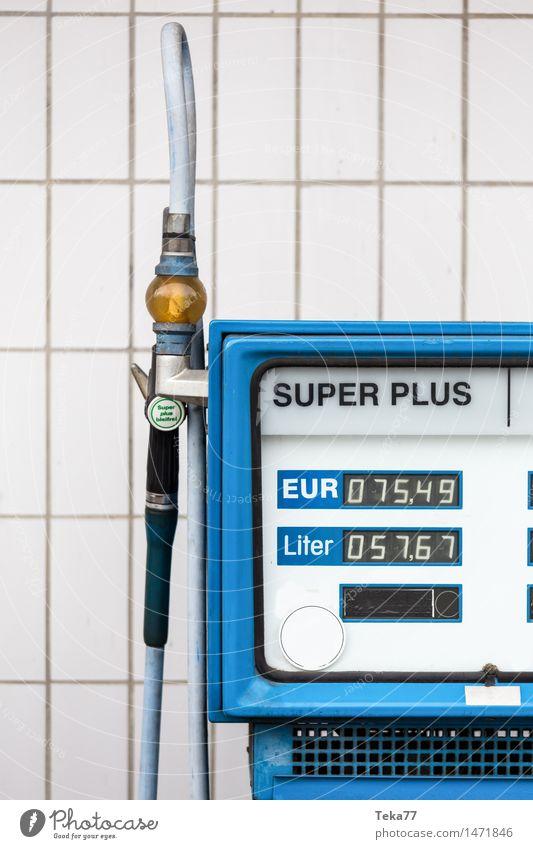 Das Leben ist ... Technik & Technologie Energiewirtschaft Energiekrise Verkehr Verkehrsmittel Fahrzeug PKW authentisch Benzin Super plus Tankstelle Farbfoto
