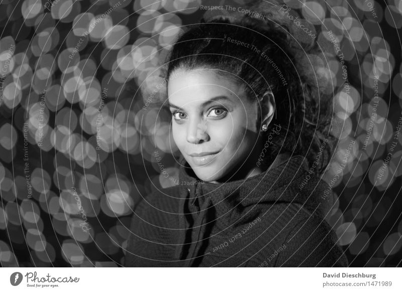 Blickkontakt Mensch Frau Jugendliche schön Junge Frau Winter 18-30 Jahre Gesicht Erwachsene Herbst feminin Zufriedenheit Kreis Coolness Hoffnung Model