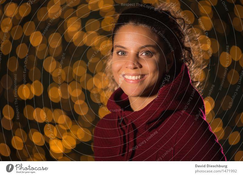 Smile :-) feminin Junge Frau Jugendliche Leben Kopf Gesicht 1 Mensch 18-30 Jahre Erwachsene Pullover brünett langhaarig Locken Glück Fröhlichkeit Zufriedenheit